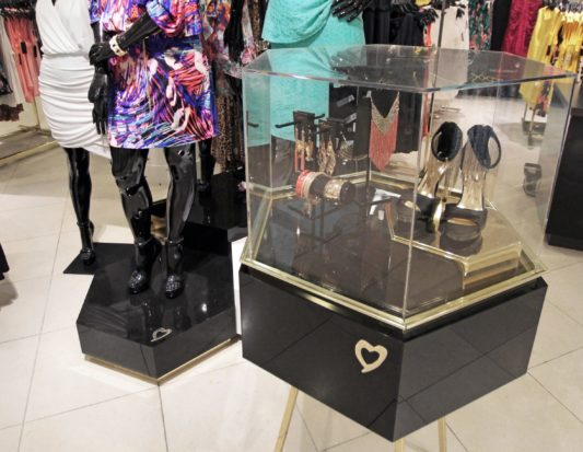 Venforma, acrylic display, mannequin stand